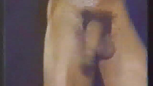 یک جوان بلوند را دانلود فیلم سکس ضربدری برای آبجو در بوته گرفت