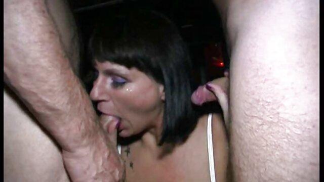 مردها بلند می فیلمسکسضربدری شوند تا خروس بزرگ دانش آموز جوان را فریب دهند