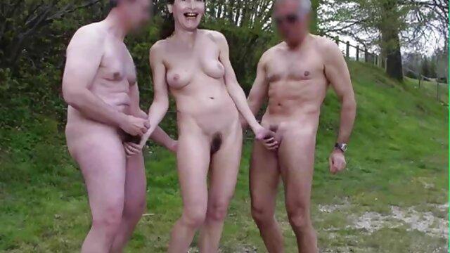 زیبایی در یک blowjob گیج کننده برای شخص با یک سکس ضربدری فیلم خروس بزرگ خط خورد