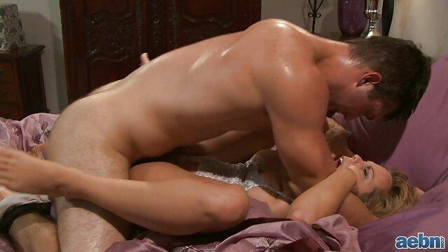 استمناء صبحانه زن فیلم ضربدری و شوهر جوان سرگرم کننده در یک پنجره بزرگ