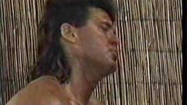 رابطه جنسی با سبزیجات در دوش نقطه او را با کانال تلگرام سکس ضربدری یک بادمجان ضخیم کوبید و آن را تا انتها هل داد