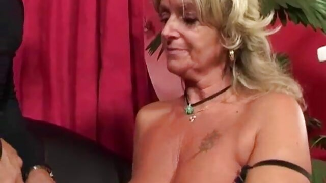 مرد امتیاز دوست دختر خود را فیلمسکسضربدری لیسید