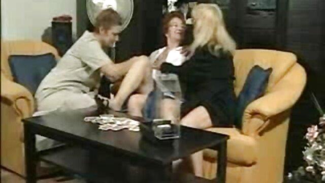 لاولیس sex ضربدری با یک لاتینای زیبا در یک محیط عاشقانه می خوابد