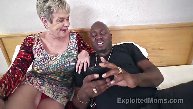 بیضه های هالیا را لیس بزنید و برای لعنتی بیشتر انگشت خود را با ژله نفتی در الاغ ویدیو سکس ضربدری وارد کنید