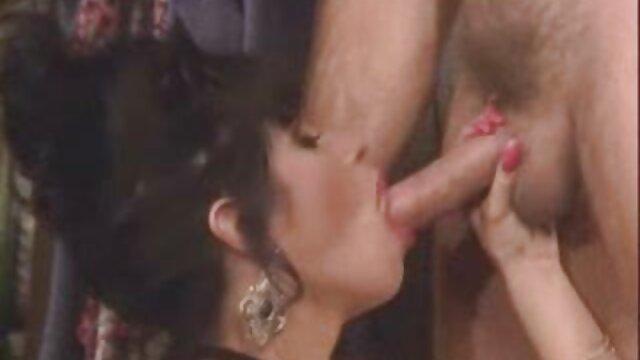 مانوئل فرارا در کنار استخر دختری را با الاغ بزرگی ضربدری باجناقها لعنتی کرد
