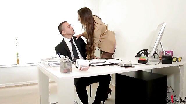 زوج های شاخدار در خانه سکس فامیلی ضربدری تمرین می کنند