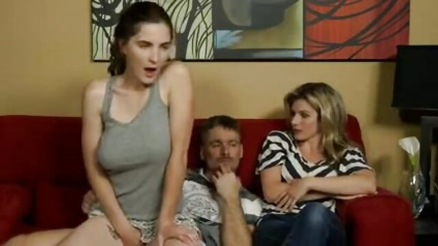 خانم خانه دار به دلیل کمبود لاکتوز سینه خود را مکیده و در عین حال سینه های فیلمهای ضربدری خود را با دوربین تکان می دهد